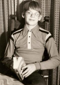 tom-glasses-book